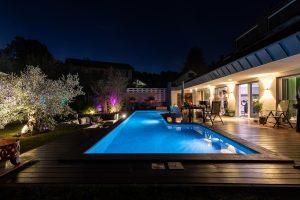 hoehnerhaus - Pool in der Nacht