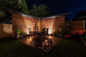hoehnerhaus - Ecke im Garten bei Nacht